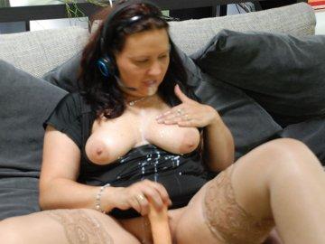 Skype Sex Chat mit Spritzdildo